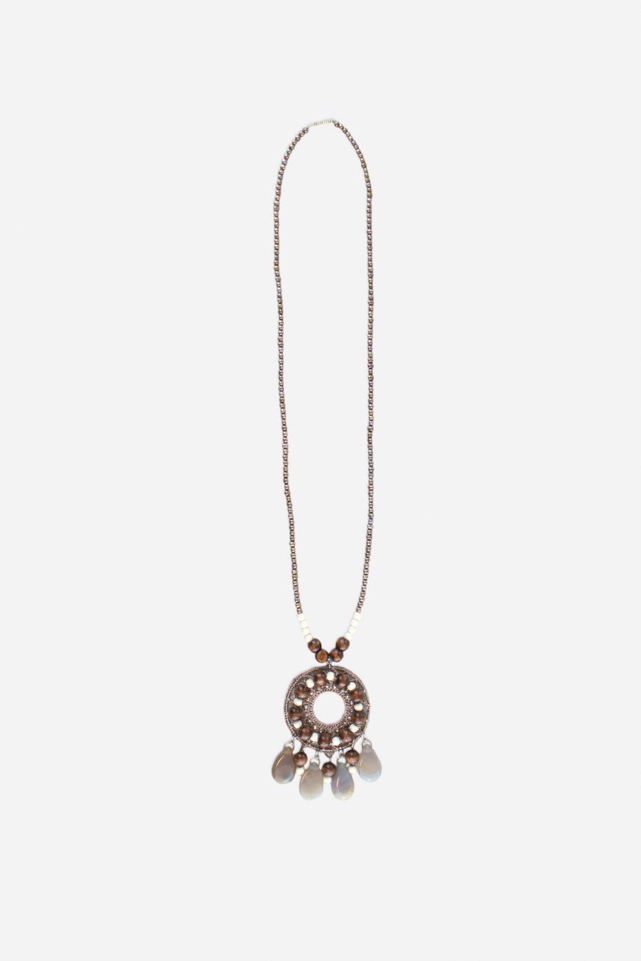 Collar metalico piedras naturales y medallon croche