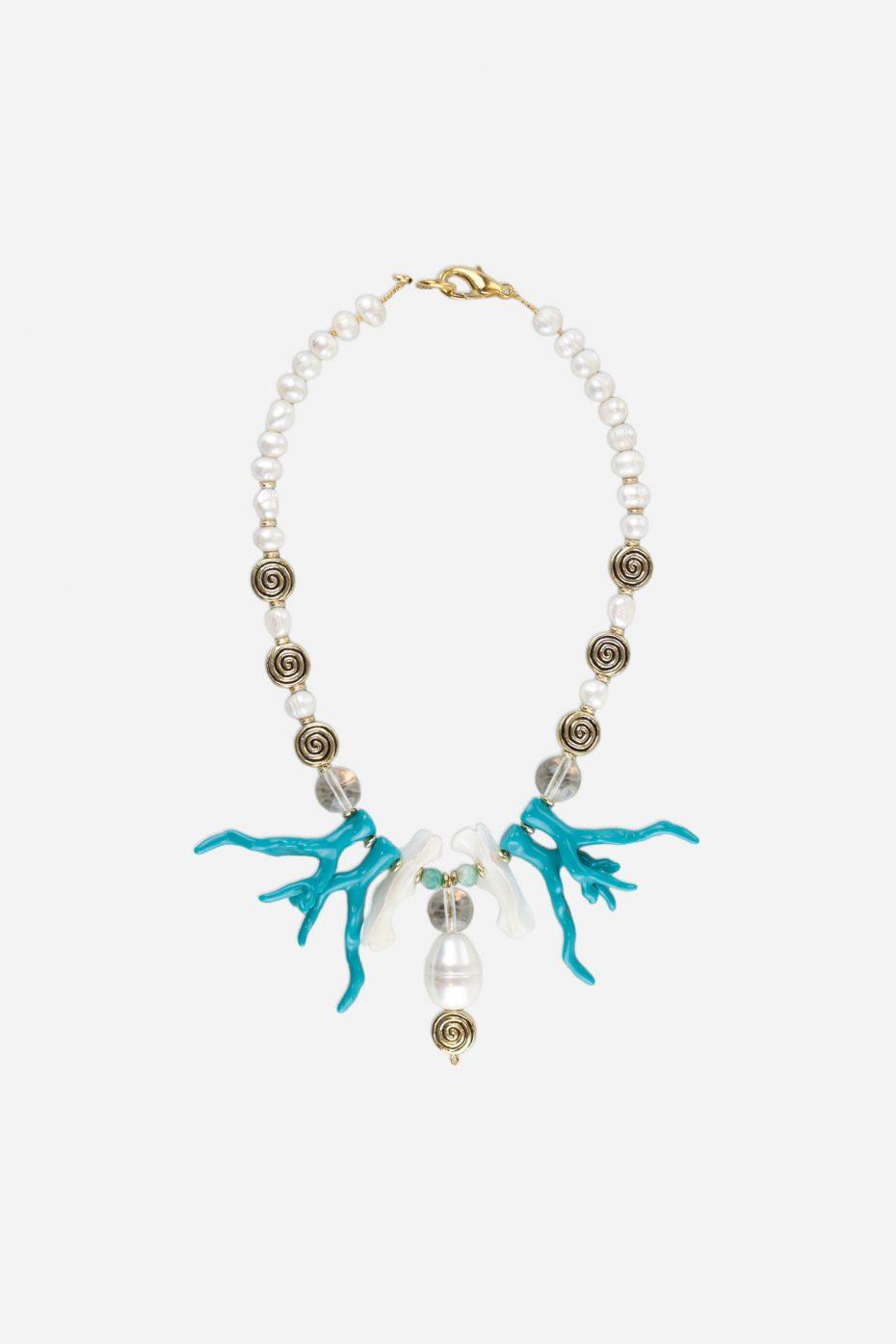 Collar corto de perlas conchas y coral de resina turquesa