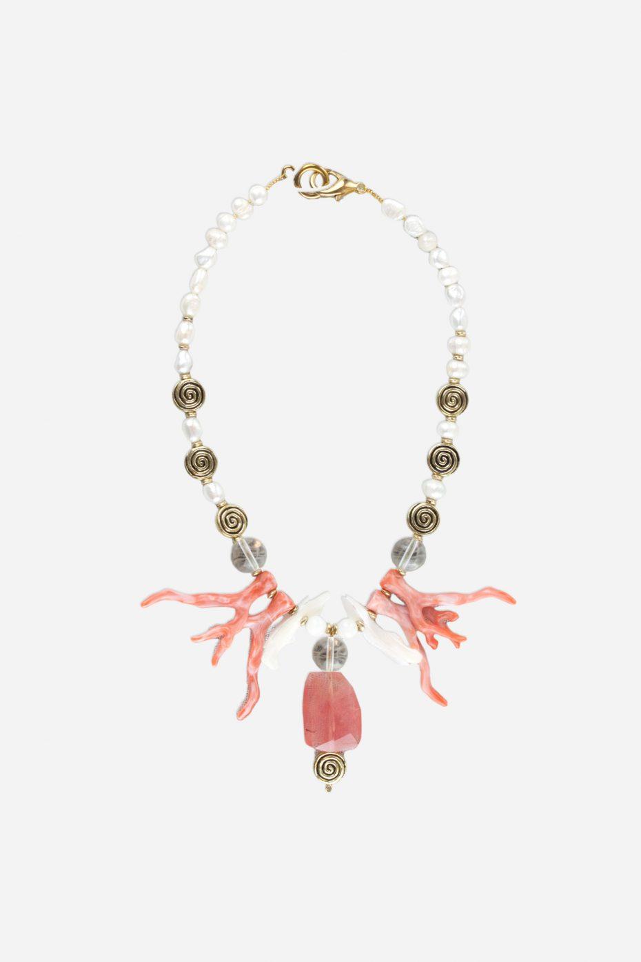 Collar corto de perlas conchas y coral de resina coral