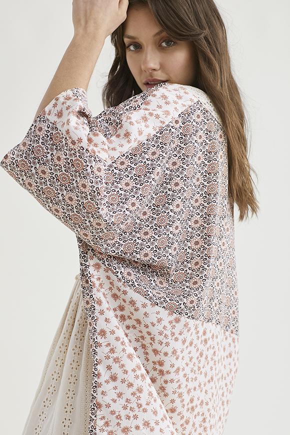 Kimono con Print Floral y Crochet Cane de Nüd