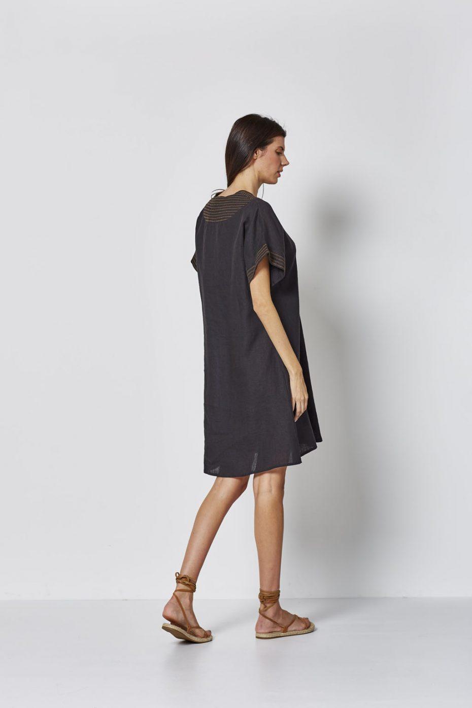 Vestido Corto Lino Bordado Negro de Vandos
